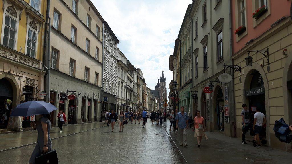 Florianska ostoskatu lähtee Marian kirkolta, joka näkyy kadun päässä.